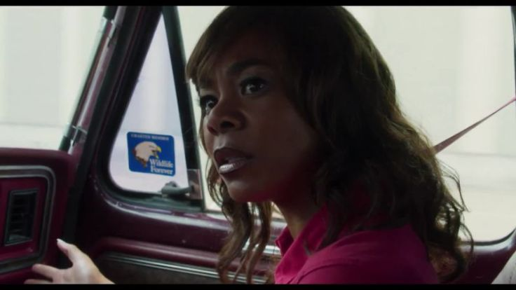 vanityfair_regina-hall-s-bad-day-just-keeps-getting-worse-in-support-the-girls